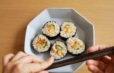 vegan korean sushi roll gimbap ヴィーガン韓国海苔巻きキンパプ